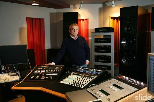 Mastering engineer Vlado Meller, who is credited with mastering the Morning Glory SACD, as well as several US promo CDs for Oasis.